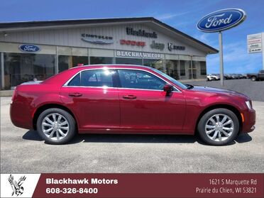 2018_Chrysler_300_Touring AWD_ Decorah IA