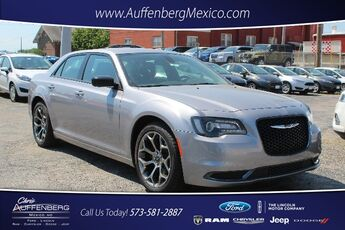 2018_Chrysler_300_Touring_ Cape Girardeau