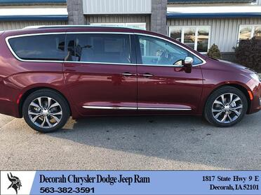 2018_Chrysler_Pacifica_4d Wagon Limited_ Decorah IA