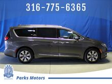 2018_Chrysler_Pacifica_Hybrid Limited_ Wichita KS