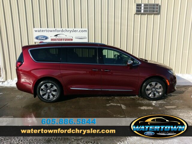2018 Chrysler Pacifica Hybrid Limited Watertown SD