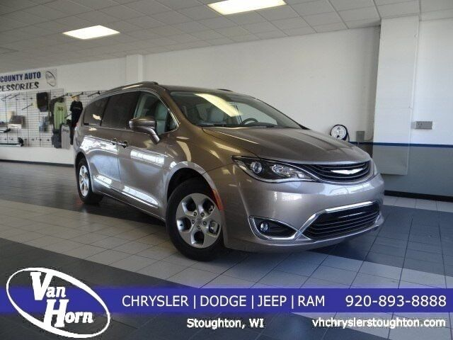 2018 Chrysler Pacifica Hybrid Touring L Milwaukee WI