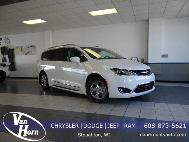 2018 Chrysler Pacifica Hybrid Touring L Plymouth WI
