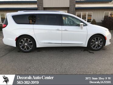 2018_Chrysler_Pacifica_Limited_ Decorah IA