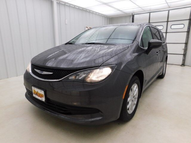 2018 Chrysler Pacifica Touring FWD Manhattan KS