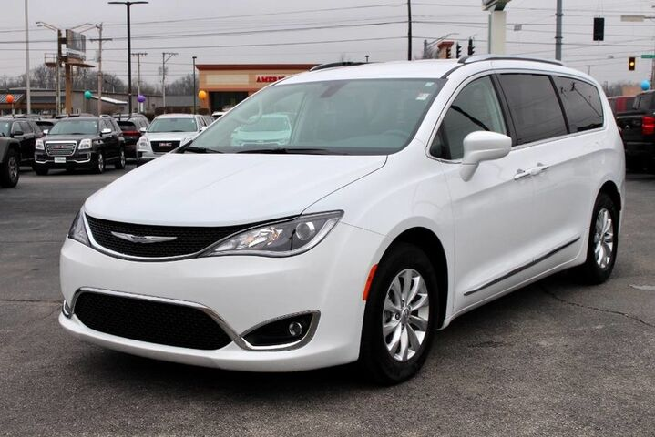 2018 Chrysler Pacifica Touring L Plus Fort Wayne Auburn and Kendallville IN
