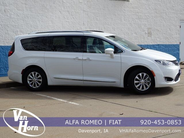 2018 Chrysler Pacifica Touring L Plymouth WI
