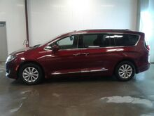 2018_Chrysler_Pacifica_Touring L_ Viroqua WI