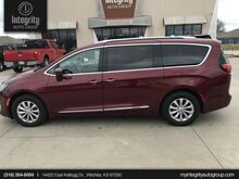 2018_Chrysler_Pacifica_Touring L_ Wichita KS