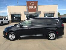 2018_Chrysler_Pacifica_Touring L_ Wichita KS