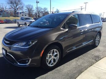 2018_Chrysler_Pacifica_Touring L_ Cape Girardeau