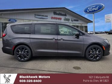 2018_Chrysler_Pacifica_Touring Plus_ Decorah IA