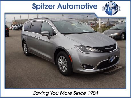 2018_Chrysler_Pacifica_Touring_