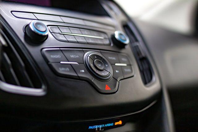 2018 Ford Focus SE Hatchback BCam Remote Start Red Deer AB