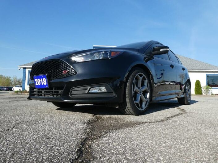 2018 Ford Focus ST- NAV- LEATHER- BACKUP CAM- MANUAL- LOW KM Essex ON
