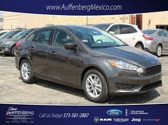 2018_Ford_Focus Sedan_SE_ Cape Girardeau