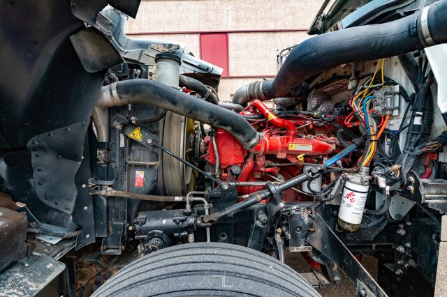 2018 International 9900i Eagle Tractor Sleeper Red Deer AB