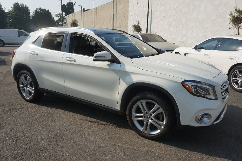 2018 Mercedes-Benz GLA GLA 250 4MATIC (10/17) PANORAMA ROOF / P01 / LED HEADLIGHTS/HARM Monterey Park CA