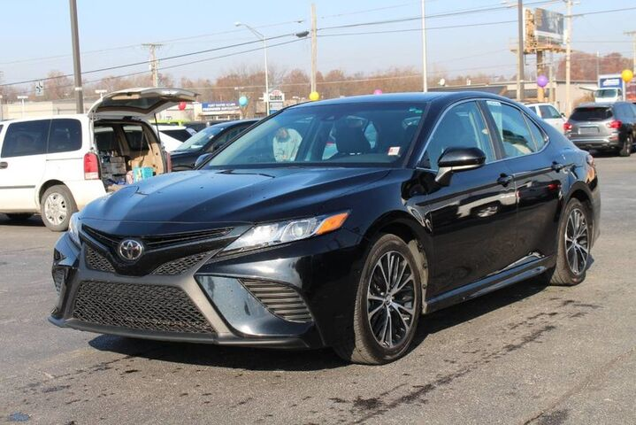 2018 Toyota Camry SE Fort Wayne Auburn and Kendallville IN