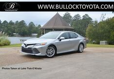 2018_Toyota_Camry_XLE_ Louisville MS