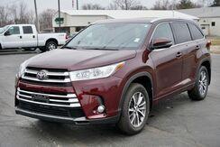 2018_Toyota_Highlander_XLE_ Fort Wayne Auburn and Kendallville IN