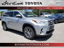 2018_Toyota_Highlander_XLE V6 w/Captain Chairs_ Fort Pierce FL