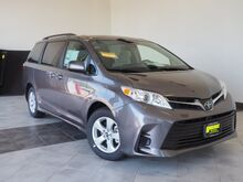2018_Toyota_Sienna_LE 8-Passenger_ Epping NH