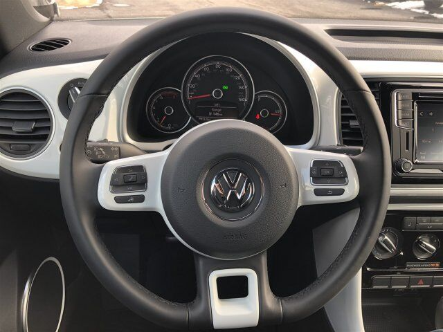 2018 Volkswagen Beetle Convertible S with Style and Comfort Orland Park IL