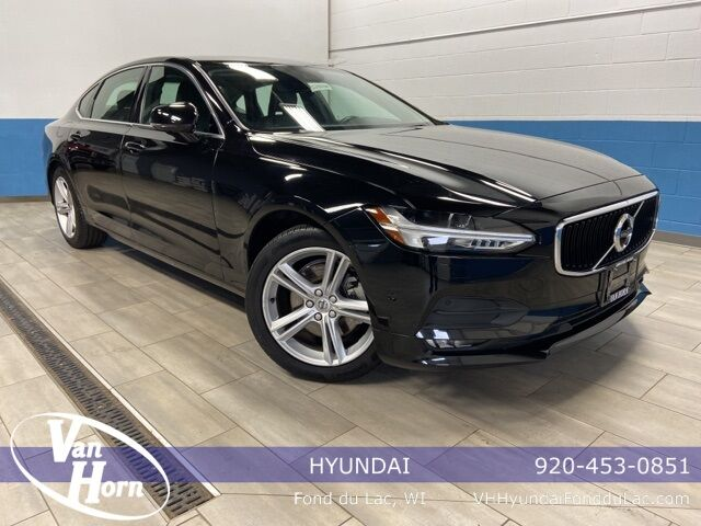 2018 Volvo S90 T5 Momentum Plymouth WI