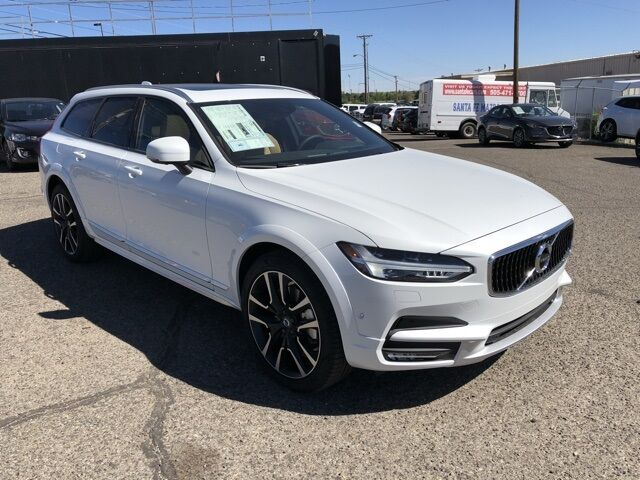 2018_Volvo_V90 Cross Country_T6 AWD_ Santa Fe NM