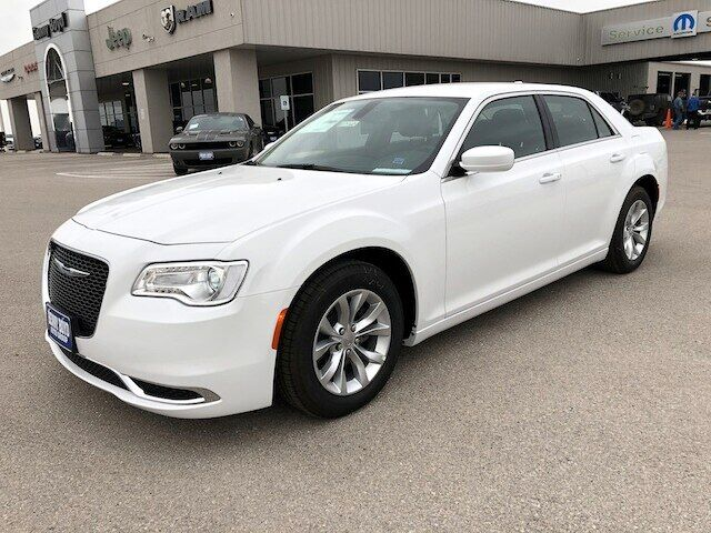 2019 Chrysler 300 TOURING Gonzales TX