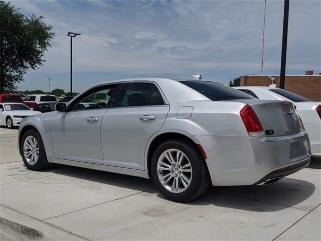 2019 Chrysler 300 TOURING L Arlington TX