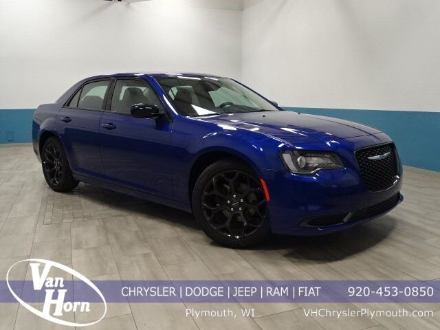 2019 Chrysler 300 TOURING Plymouth WI