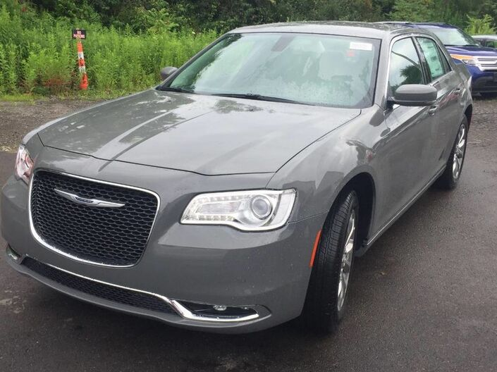 2019 Chrysler 300 Touring L Rock City NY