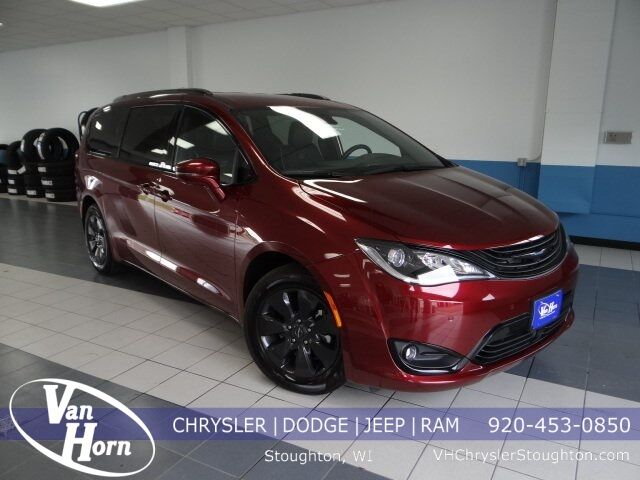 2019 Chrysler Pacifica Hybrid Limited Milwaukee WI