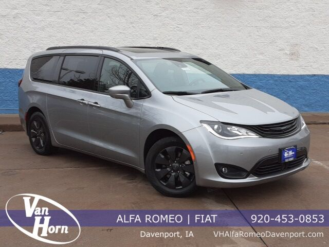 2019 Chrysler Pacifica Hybrid Limited Plymouth WI