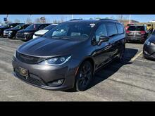 2019_Chrysler_Pacifica_Limited_ Milwaukee and Slinger WI