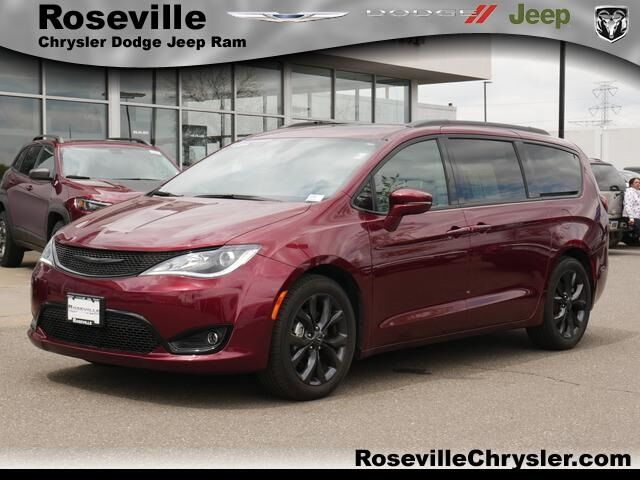 2019 Chrysler Pacifica Limited Roseville MN