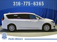 2019_Chrysler_Pacifica_Touring L_ Wichita KS