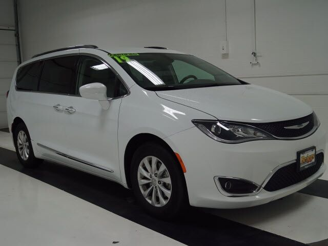 2019 Chrysler Pacifica Touring L FWD Topeka KS