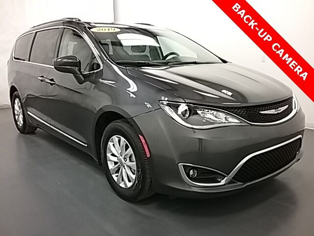 2019 Chrysler Pacifica Touring L Holland MI