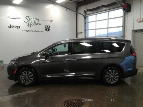 2019 Chrysler Pacifica Touring L Plus Viroqua WI