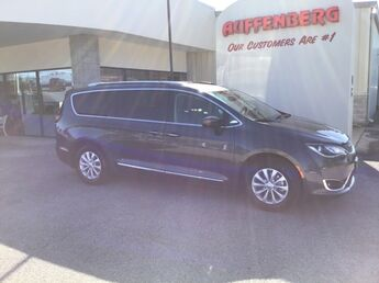 2019_Chrysler_Pacifica_Touring L_ Cape Girardeau