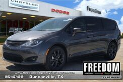 2019_Chrysler_Pacifica_Touring Plus_ Delray Beach FL