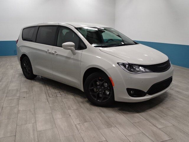 2019 Chrysler Pacifica Touring Plus Plymouth WI
