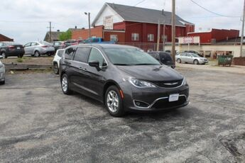 2019_Chrysler_Pacifica_Touring Plus_ Cape Girardeau