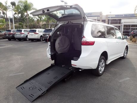 2019 FMI Toyota Sienna LE w/ Manual Rear Ramp Anaheim CA