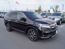 2019_Honda_Pilot_Touring w/Rear Captains Chairs_ Pharr TX