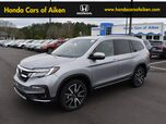 2019 Honda Pilot Touring w/Rear Captains Chairs