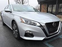 2019_Nissan_Altima_2.5 SL 4dr Sedan_ Chesterfield MI